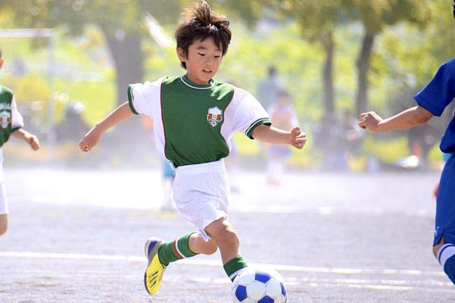早生まれのスポーツ選手を育てる